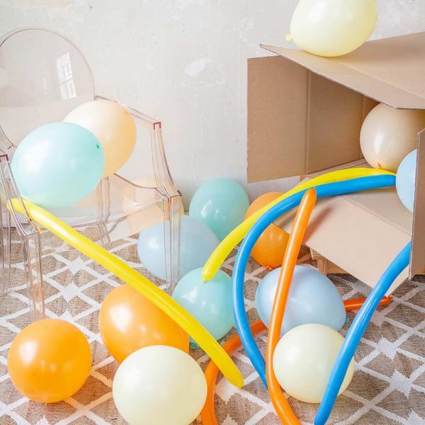 Ballonbox mit Luftballons